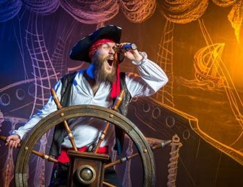 Pirate performing at the Christmas Pirate Voyage show